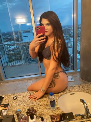 Mayeline escort girl and tantra massage