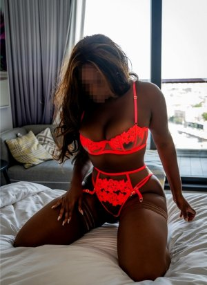 Ichraf escort girl in Santa Fe Springs & thai massage