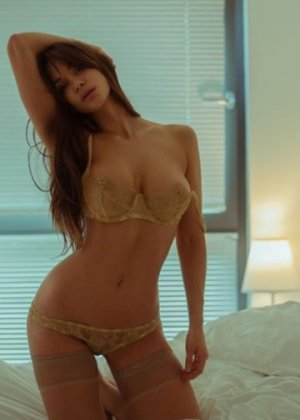 Alliah nuru massage and live escorts