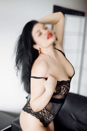 Etoile escorts in Oak Creek and nuru massage